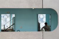 Architektur im Hintergrund, Atrium der Universität Pierre et Marie Curie, Paris (c) Eva Maria Hierzer